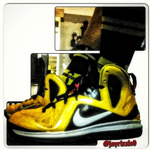 Learned how to edit my pics now 👟😬#lebron #igsneaker #sneakerheads #sneakerhead #lebron9 #taxi #nike #walklikeus #sneakers #wutang #wutangsocks #igsneakercommunity @jmeezy87