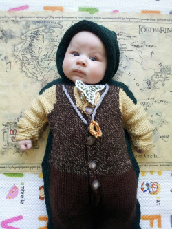 Look At This Fucking Middle-earth Baby!™ laughingsquid:  Knitted Frodo Baby Bunting