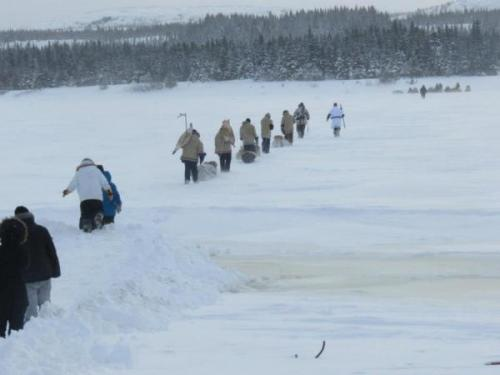 Idle No More Youth 'Show Strength of Cree Culture' in 900-Mile Frozen Trek to Ottawa Through stinging temperatures far below freezing—plummeting down to -53F with windchill—six young men and a guide are snowshoeing on a historic two-month, more than 900-mile journey south to Ottawa as part of the Idle No More movement.