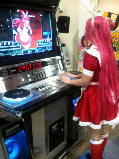 I want to do this if given the chance to play project DIVA arcade. :3