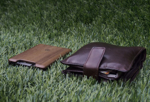 The Union Wallet by Madera TheFuture, tuvie.com Union Wallet combines the elegance and warmth of wood and versatility of elastomer, a slim wallet that you can carry conveniently. This wallet serves its purpose smartly and age gracefully as time goes by, can you say the same with your…