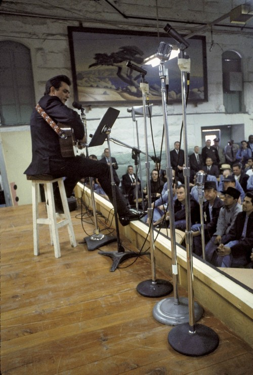 historicporn:  Johnny Cash preforms for the prisoners at Folsom Prison.1968.