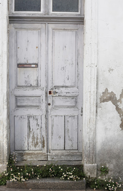 elorablue:  Distressed Door-Image via Iedansla Blog