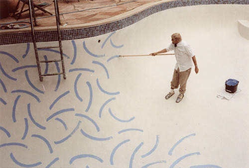 nevereverdid:  David Hockney painting his pool.