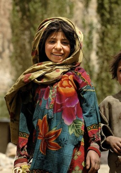 ledecorquejadore:  Young girl in northern Pakistan
