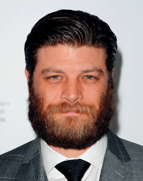 noconnectiontomyself:  Stan aka Jay R. Ferguson's beard on Mad Men is fucking epic and glorious.