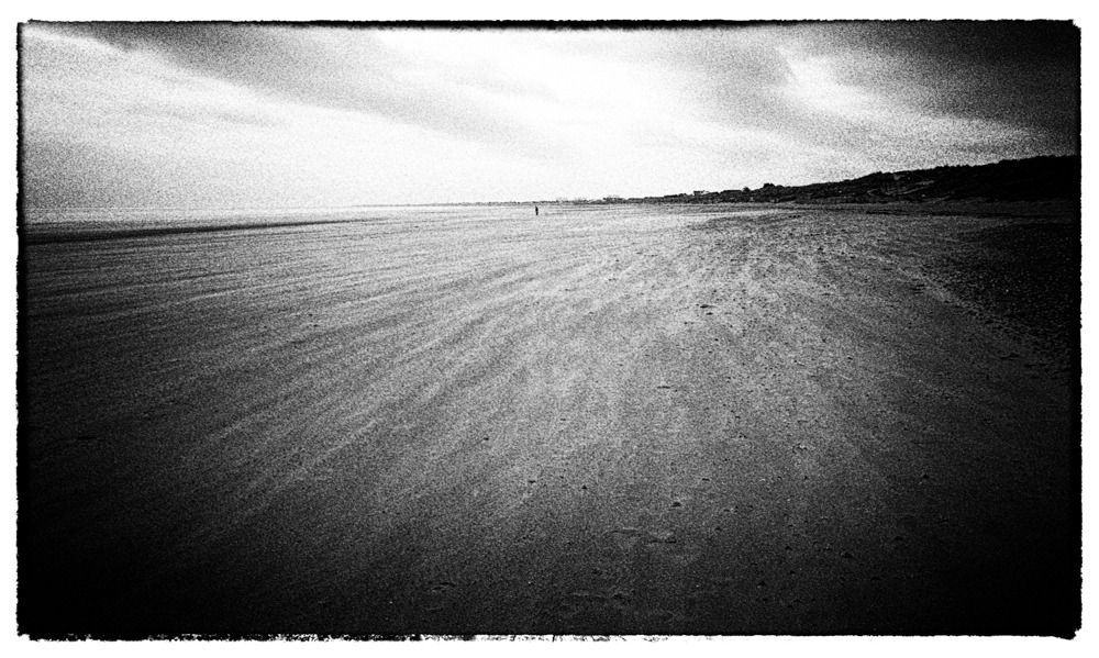 Figures on a beach (series)  GR1v | Double-X 1600 asa | Rodinal | ATL-1500