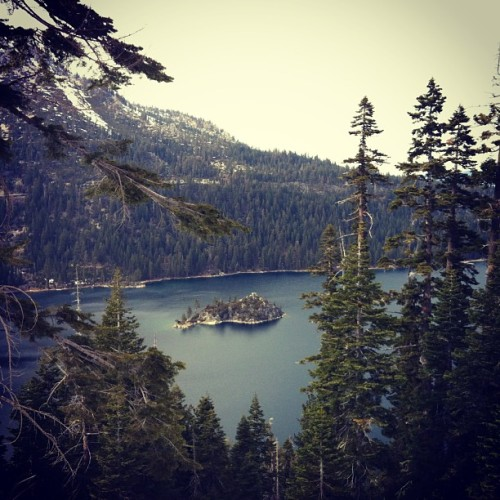 #emeraldbay #laketahoe #tahoe #cali #calilove #california #californialove #california_igers #travel #lake #theadventureduo #isstevestillalive #igers #picoftheday #photooftheday #bestofday #bestofnature #nature #outdoors #beauty #insta #ink361 #webstagram #worldplaces