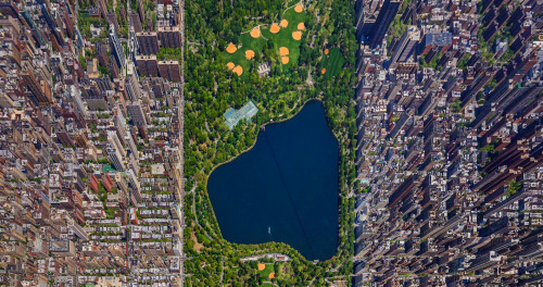 Central Park Panorama by Sergey Semonov Every now and then I like to go through a few blogs that I follow here on tumblr. Earlier today I was casually flicking through Chase's blog when I saw this incredible image of Manhattan which blew my mind. Originally the image is a huge 3D panorama but I thought I'd chop it up into bite size chucks so it's easier for your eyes to digest it's awesomeness.  Artists: | Website | [via:  Minus Manhattan]