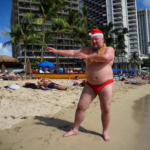 """wooferstl:#tbt - two years ago this week """"Mele Kalikimaka"""" Waikiki Beach, HI"""