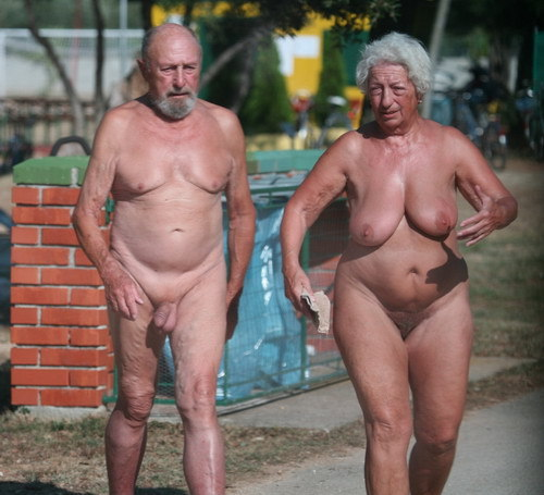 elderly - pegeha: heartlandnaturists: Many couples...