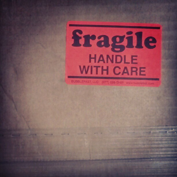 #type #typography #badge #sticker #fragile #red #redlicious #carton #box #mail #care #carefull #warning #sign #signage