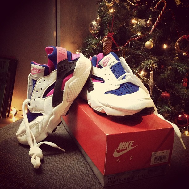 leimailemaow:  Present from @sneakerhunter247 😁😁 thank you so fucking muuuuuuch! 1991 huaraches, unworn, unlaced, unbelievable 😊☺😊☺ #exchangingpromoforsneakersisrad #sneakers #new #nike #huarache #1991 #sneakerhunter247 #rad