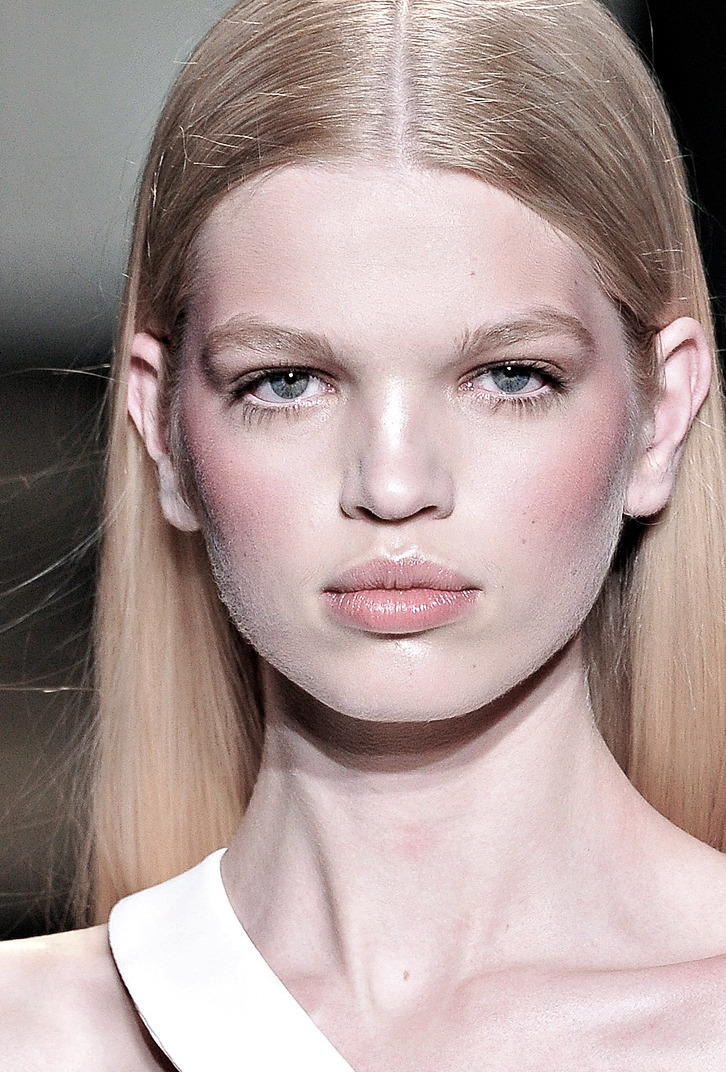 romanticnaturalism:  An angelic Daphne Groeneveld at Versace Fall 2011