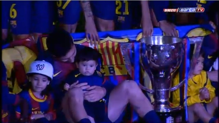 fcbarcelonawags:  Leo and Thiago during the la liga celebration in Camp Nou  Ternuritas ♥