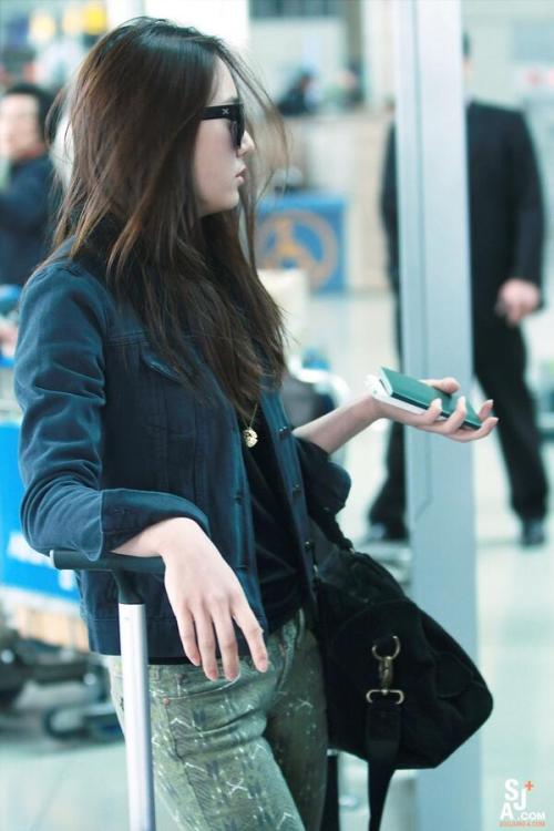 snowsoojungah:  [PICS] 130409 At Incheon Airport Departure (SOOJUNG-A) - Krystal [cr: DearKrystal]