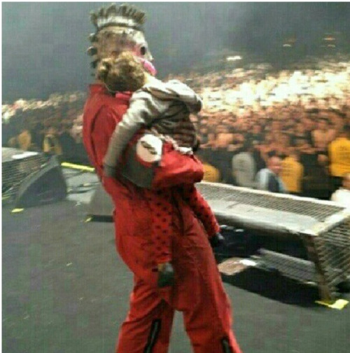 Corey taylor with paul's doughtier :(