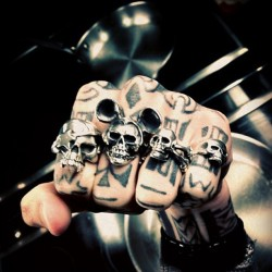 Welcome to the punch @thealexwolf #SkullRings (at The Great Frog)