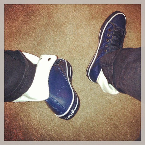 On moves in the #Levis #kicksofthenight #kotn #instakicks #steezo #soletoday #complexkicks #kickstagram #tonightskicks #walklikeus