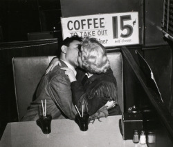 denise-puchol:  Kissing in the Drugstore weegee c.1948