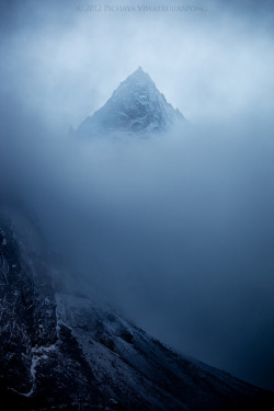 The Mysterious Peak by Zolashine on Flickr.http://www.flickr.com/photos/_ethanea/galleries/