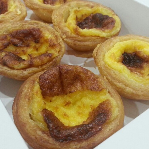 KFC's Egg Tarts are alright. But the taste is not worth the $1.30 (each) cost. I would value it at most 70 cents each. And as always, no food looks as good as they are advertised, maybe because its not fresh off the oven so it kinda looks ugly? #kfc #kfcbrunei #eggtarts #bruneifoodies #lovefoodhatewaste  (at KFC, Yayasan)