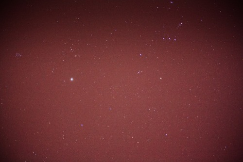 Minsan lang makita yung stars galing sa bahay. Took this when I got home from watching one of my best friends perform at SM MOA Arena for skechers :D