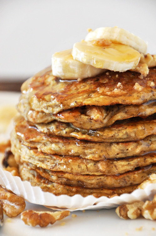fullcravings:  Vegan Banana Nut Pancakes