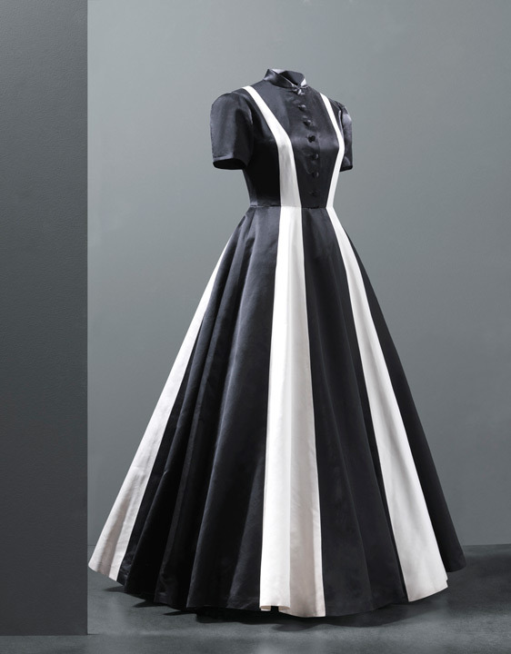fripperiesandfobs:  Balenciaga evening dress, 1939 From the Cristobal Balenciaga Museum