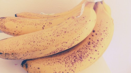 positivelyfresh:  banana-porn haha just look at these delicious-looking (and tasting!) nanas - yummmm !