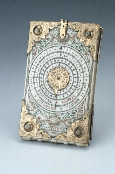 "themagicfarawayttree:  Diptych Dial, by Thomas Tucher, Nuremberg, c. 1620. ""Diptych dials are portable instruments, usually made from ivory. They were mainly produced in Nuremberg from the late fifteenth century onwards. They are based on the principles of vertical and horizontal sundials.""  reasons i want to rob museums"