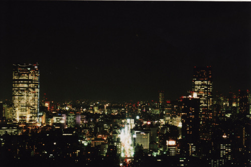 heartisbreaking:  Tokyo at night by Luc Szivo on Flickr.