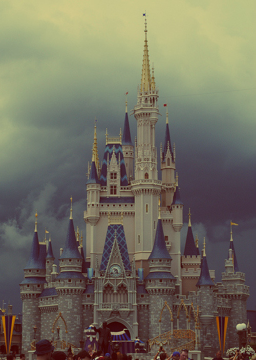 basketofhearts:  † Disneyland! † | via Tumblr on We Heart It - http://weheartit.com/entry/60805040/via/thegirlbehindthecurtains Hearted from: http://kailyah.tumblr.com/post/49877967155