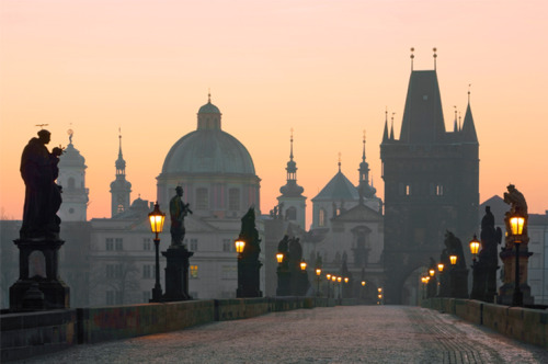 portailblog:  Charles bridge in Prague (Czech Republic).