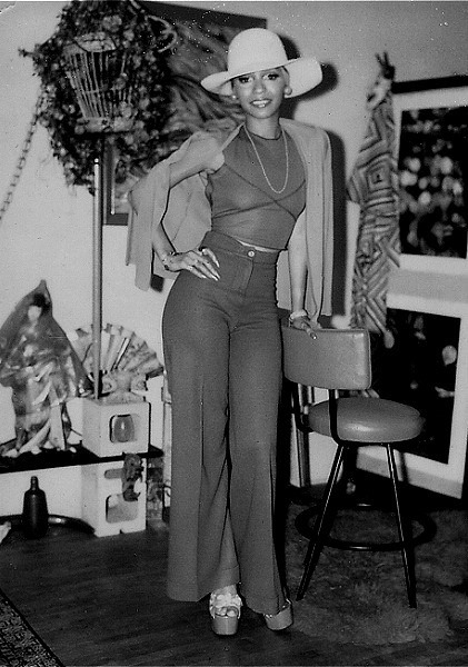 AWESOME 70S Leslie Uggams strikes a pose.