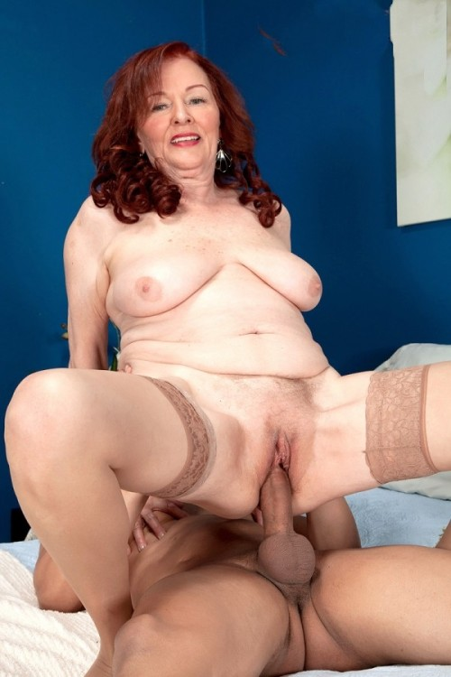 irishbbwlover:  Stuffed gran  Lovely cunt!!!
