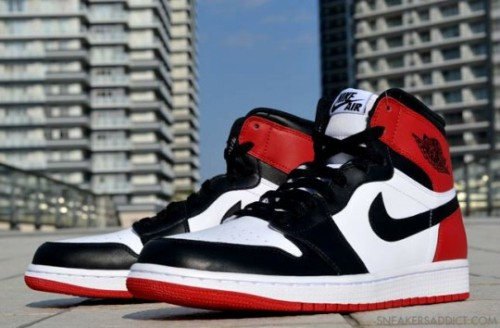 "equniu:  New Images: Air Jordan 1 Retro High ""Black Toe"""