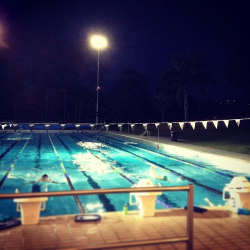 游泳真舒爽 feel so good 🏊 #swim #UQ #pool #evening