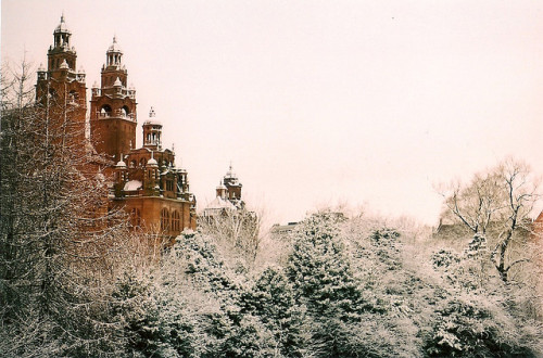 nemxsis:  kelvingrove covered in snow. by Benedict. on Flickr.