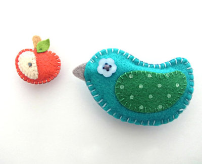"""Bird & Apple"" Felt Magnets by WELOVESTITCHES"