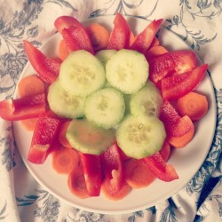 lookingpretty:  #so#boring#ill#sick#healthy#food#chill#in#bed#alone#my#first#meal#today#instafood#instadaily#instamood#peace#yummy