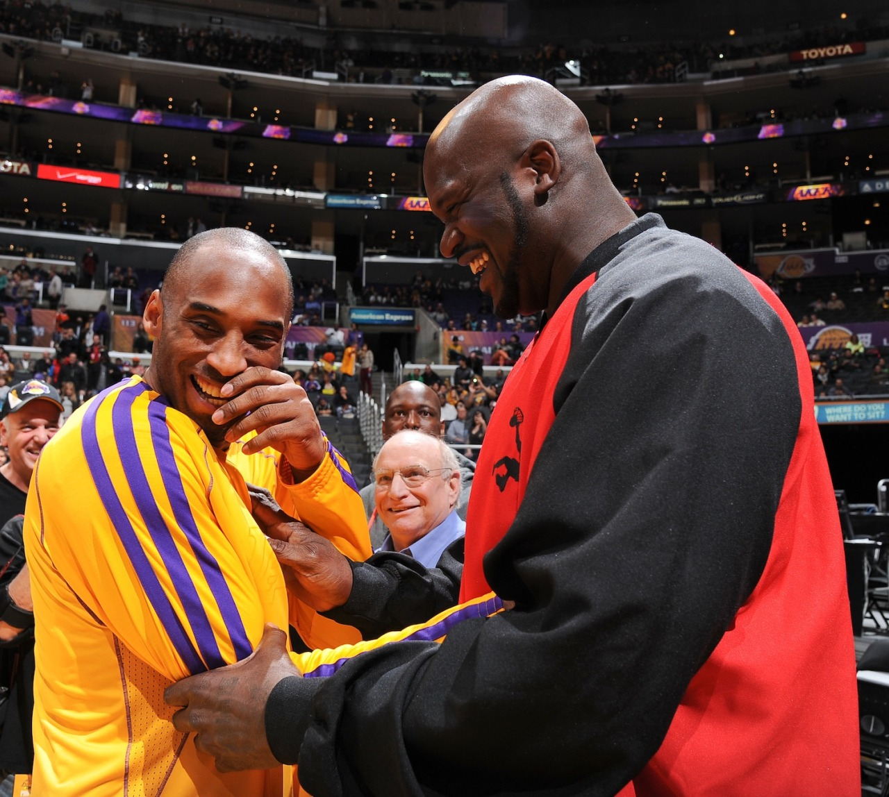 CAPTION THIS PIC: @KobeBryant & @Shaq share a laugh.