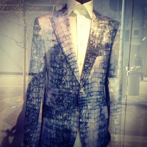 Billionaire men's tailoring @Harrods windows. #snake #snakeprint #billionaire #menswear #menstailoring #menfashion #fashion #fashionista #fashionistaonthego #prints #jackets #suit #summer #suit&tie #windowdisplays #harrods