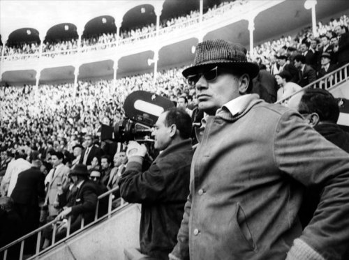 Cinematographer Gianni Di Venanzo and director Francesco Rosi at work on a scene of Il momento della verità.
