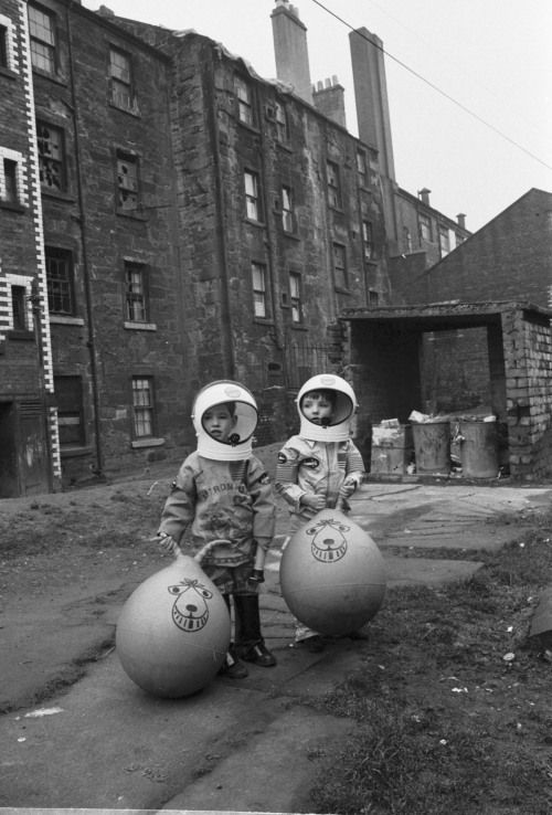 damiensaatdjian:  Gordon RuleBoys in a Glasgow back court show off their Christmas presents, which include astronaut suits and Space Hoppers, 1970First published in The Scotsman.