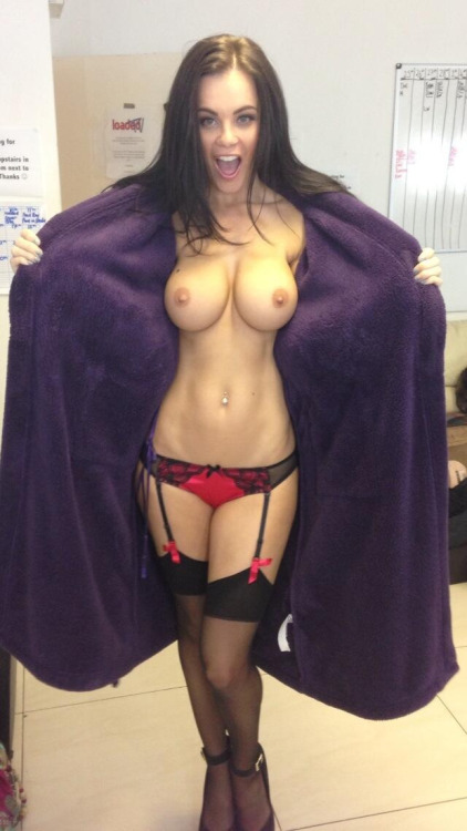 If you've got 'em, flaunt 'em. Here's an amateur flasher with a very comfortable looking furry robe.