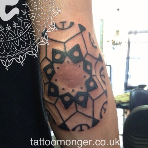 Polynesian Inspired tattoo #tattoomonger #tattoo #black #blackwork #trible #davidbarclay  (at london tattoo)