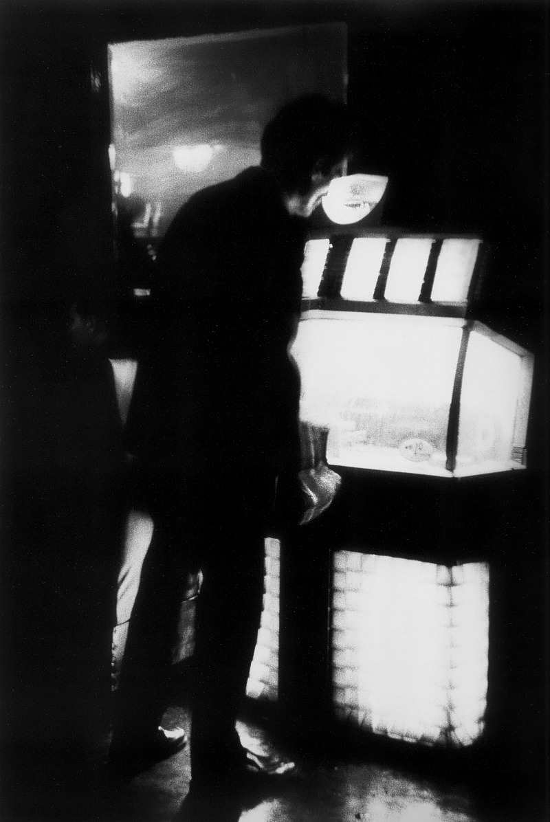m3zzaluna:  man by the jukebox, nyc, 1959 photo by dave heath