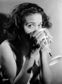 vintageblackglamour:  Hilda Simms, the pioneer Minnesota-born actress best known for her starring role in the first all-black production of Anna Lucasta on Broadway, in a glam shot circa 1947. You are not going to believe the awesome pictures I have found of her for the book! Photo: Denis De Marney/Getty Images.