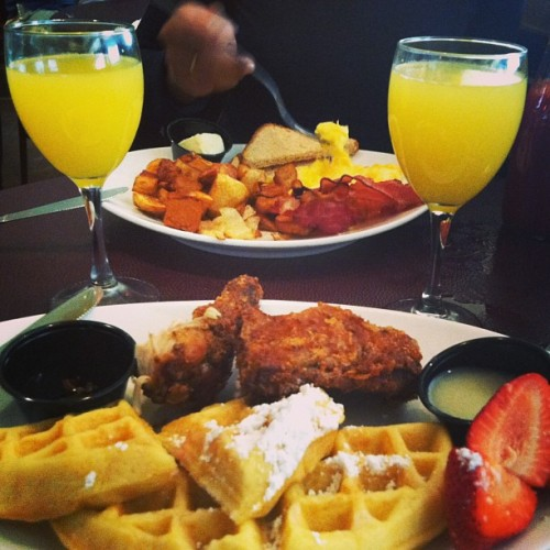 Baby girl's drunk off these mimosa's 😏 (at Tap and Parlour)